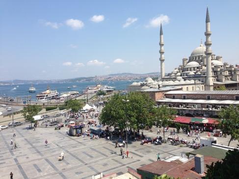 Estuario que divide o lado europeu da cidade de Istambul