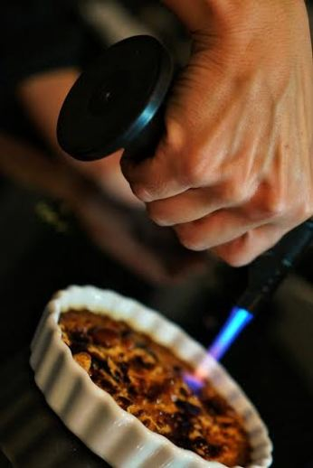 creme brulee e uma sobremesa deliciosa.