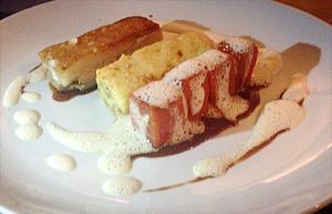 ABACAXI: sobremesa com abacaxi crocante, sorbet de abacaxi e mousse de côco.