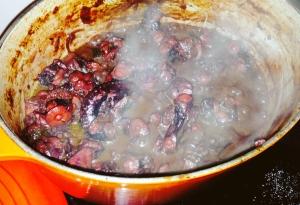Polvo ao vinho tinto e do porto, tomate sem pele, linguiça